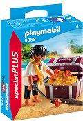 """Пират със съкровище - Фигура с аксесоари от серията """"Special: Plus"""" -"""