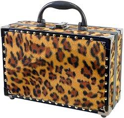 Markwins International Boss Babe - Комплект с гримове в модерен куфар -