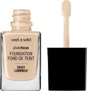 Wet'n'Wild Photo Focus Dewy Foundation - Фон дьо тен за лице с блестящ финиш - продукт