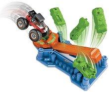 """Писта с изстрелвачка - Чудовищен камион - Детски комплект за игра с аксесоари от серията """"Hot Wheels"""" -"""