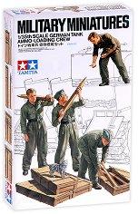 Немски войници - екипаж на танк с муниции - Комплект от четири сглобяеми фигури - макет