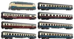 Влак с дизелов локомотив BR 218, вагон ресторант и шест пътнически вагона - ЖП комплект -