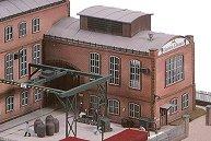 Конструкция с кран за товарене във фабрика за производство на стъкло - E. Strauss - Сглобяем модел -