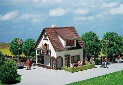Къща с мансарден прозорец и балкон - Сглобяем модел -